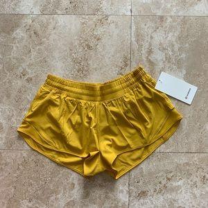 """NWT Lululemon Hotty Hot Shorts 2.5"""" HNYB"""